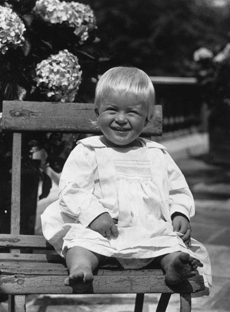 В память о покойном принце Филиппе: биография и архивные фото герцога Эдинбургского - фото №1