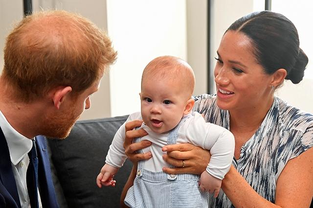 Сын Арчи повлиял на решение Меган Маркл и принца Гарри покинуть королевскую семью - фото №1