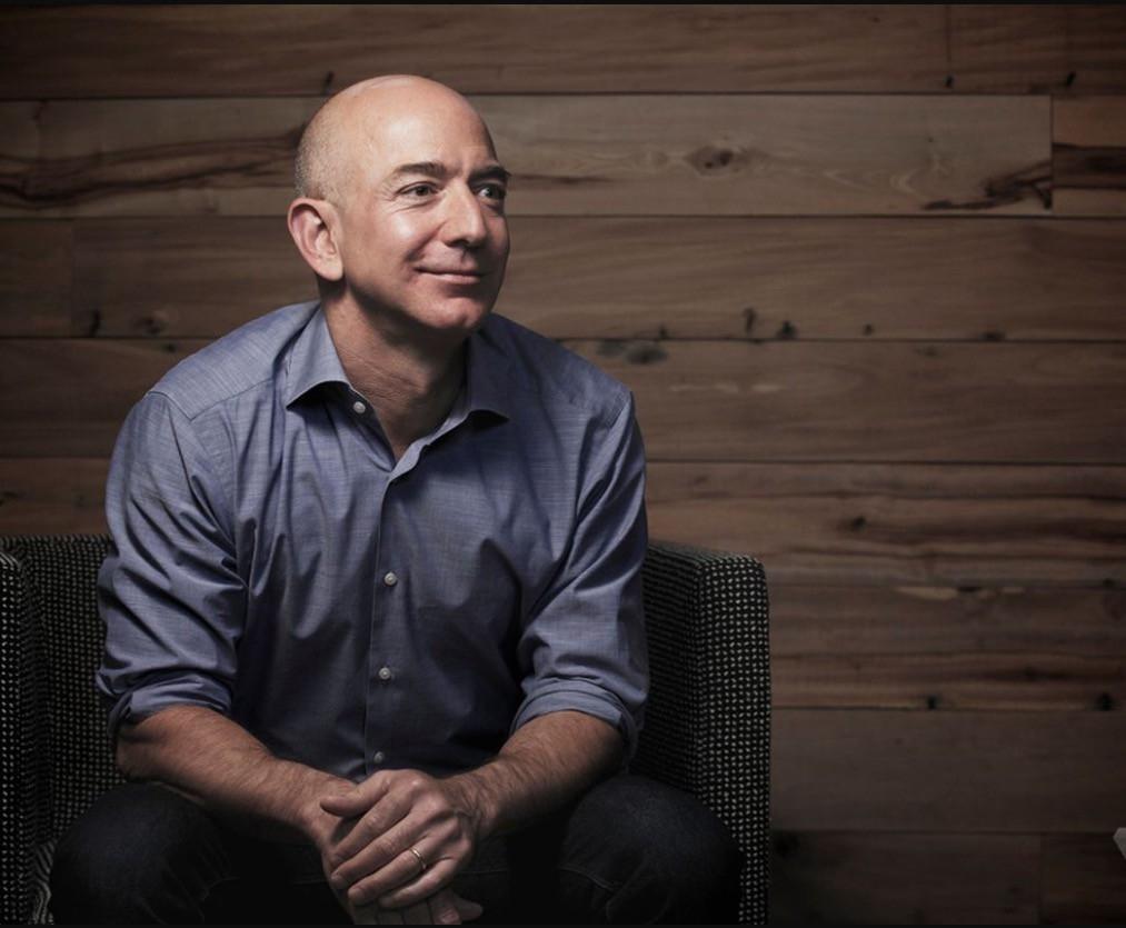 Джефф Безос станет первым триллионером в мире: сколько заработал владелецAmazon во время пандемии? - фото №1