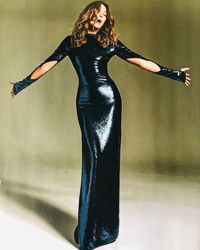 53-летняя супермодель Карла Бруни украсила обложку глянца (ФОТО) - фото №2