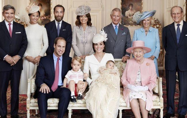 Королева Елизавета II и принц Филипп сделали прививки от COVID-19 - фото №2