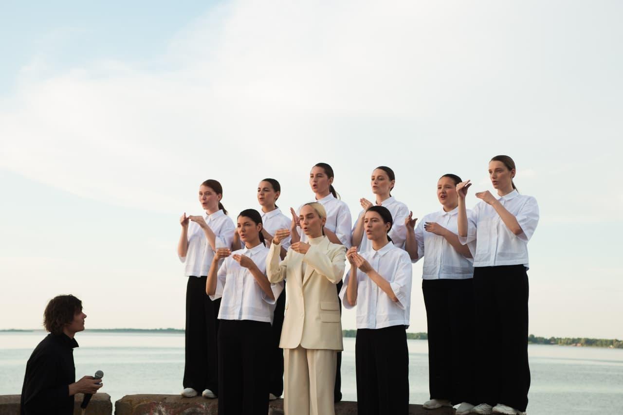 ROXOLANA стала первой украинской певицей, которая записала песню на языке жестов - фото №2
