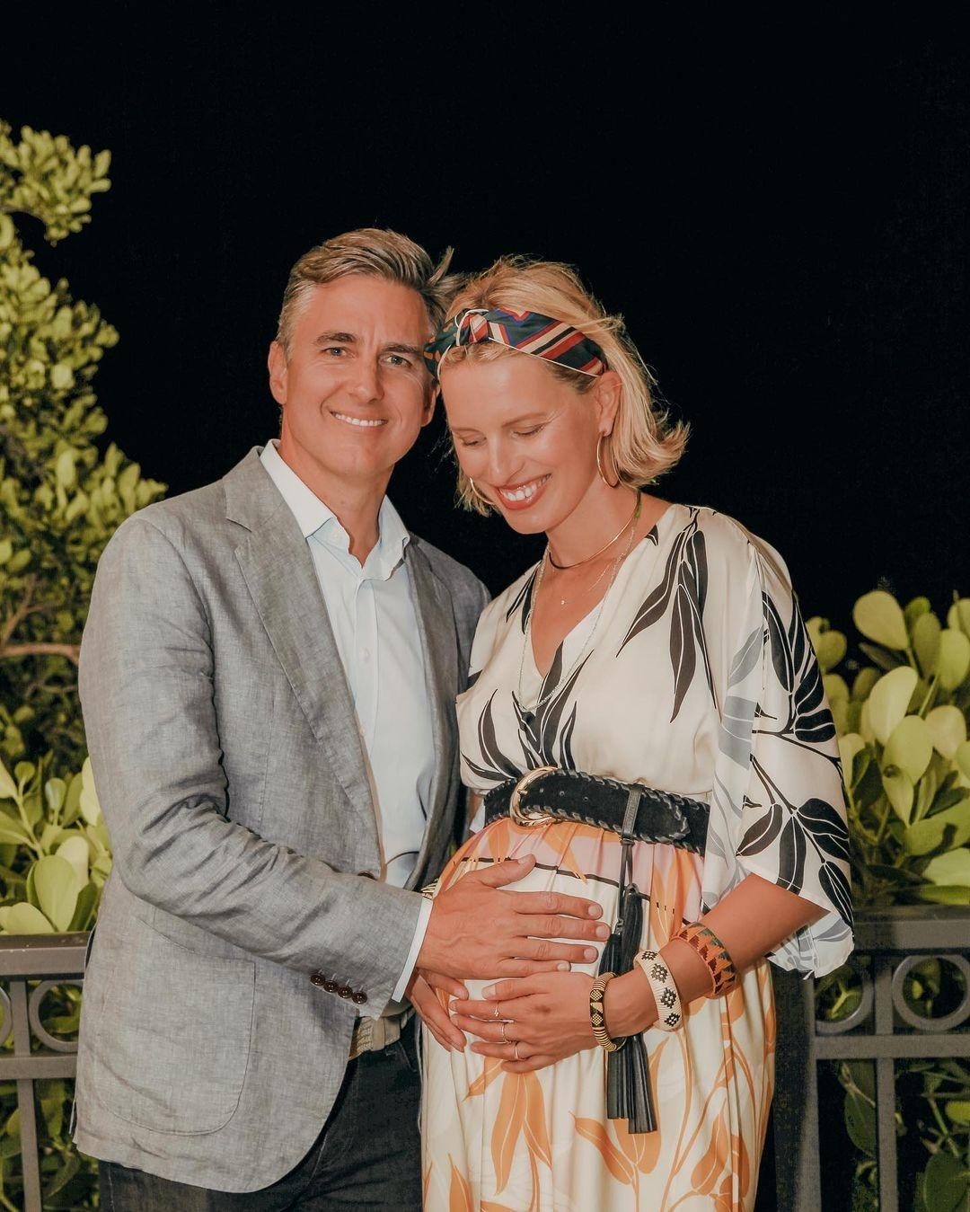 Чешская модель Каролина Куркова стала мамой в третий раз - фото №1