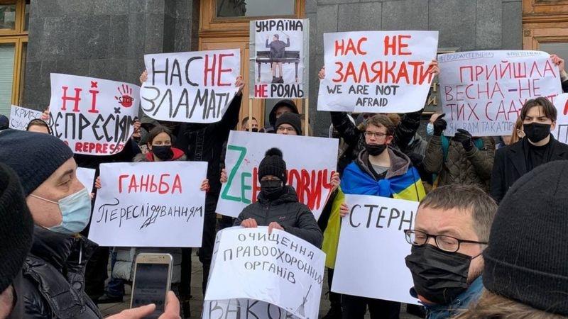 В Киеве прошла акция протеста против приговора политическому активисту Сергею Стерненку - фото №1