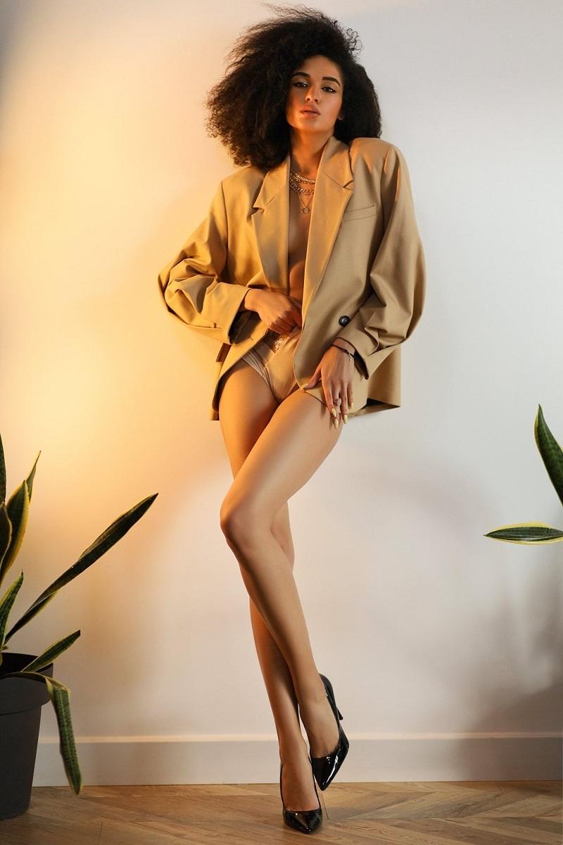 """""""80% гардероба — это база, 20% — тренд"""": Аманда Ироанья о том, как создать базовый и всегда быть стильной - фото №1"""