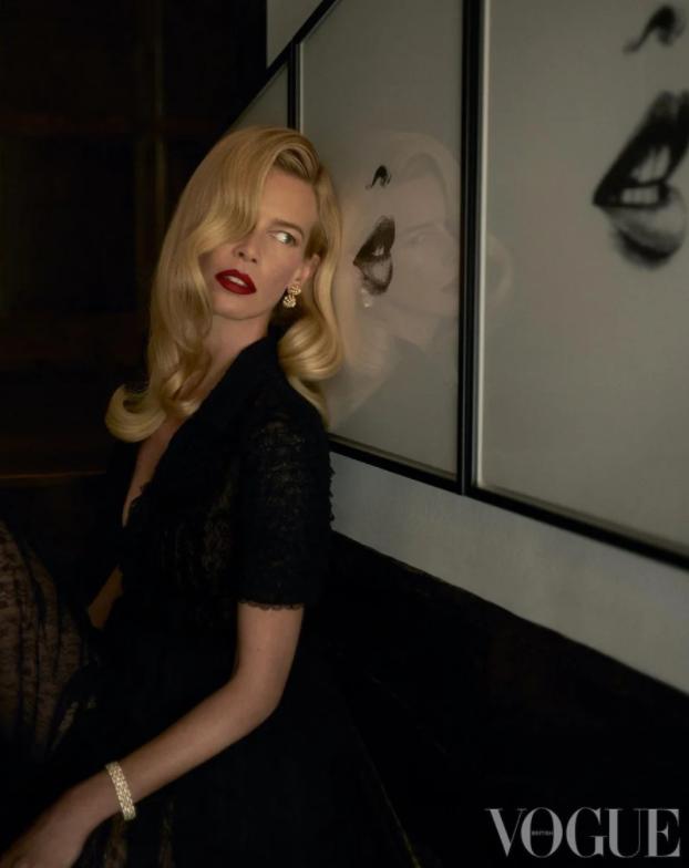 Роковая женщина: Клаудия Шиффер снялась для Vogue в честь своего 50-летия (ФОТО) - фото №1