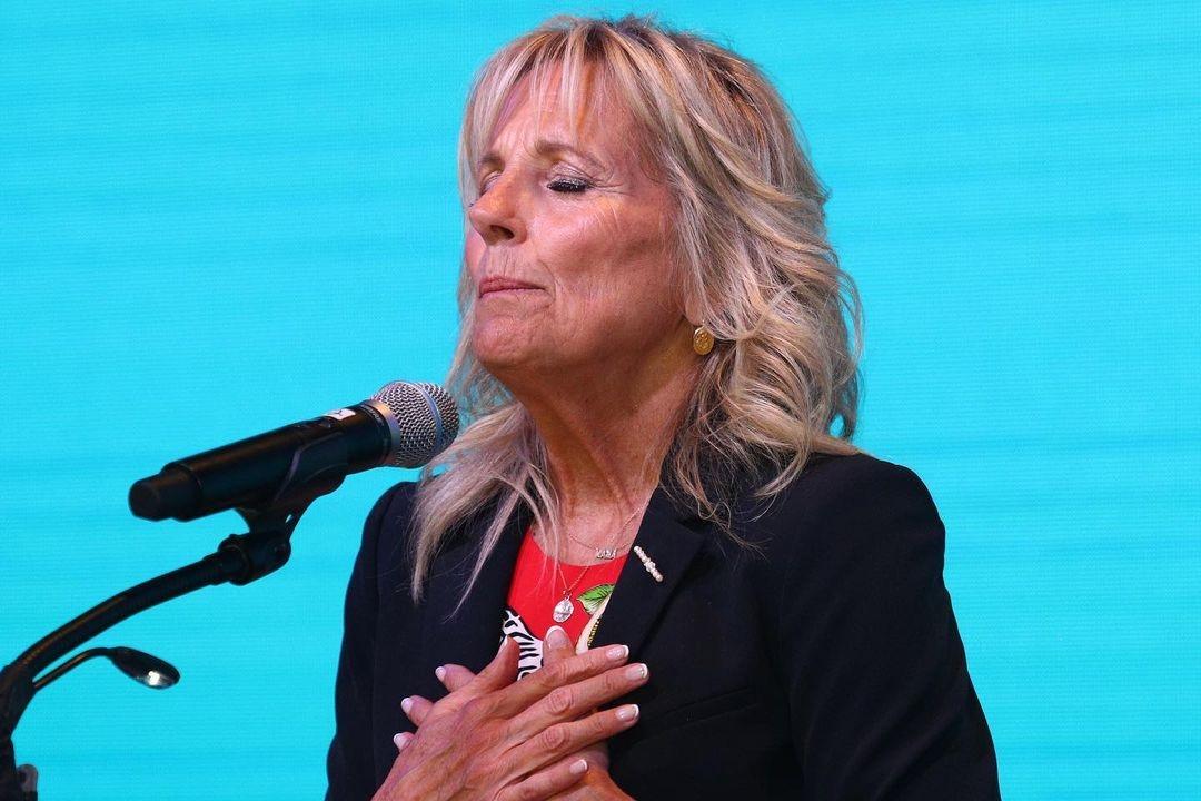 Небанальный зебровый принт: Джилл Байден удивила публику ярким образом (ФОТО) - фото №3