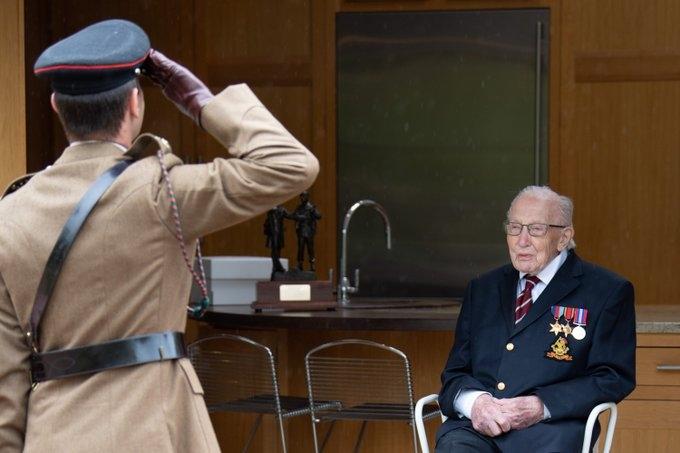 Ветеран Том Мур, собравший 40 миллионов для врачей, отпраздновал 100-летие (ФОТО) - фото №4