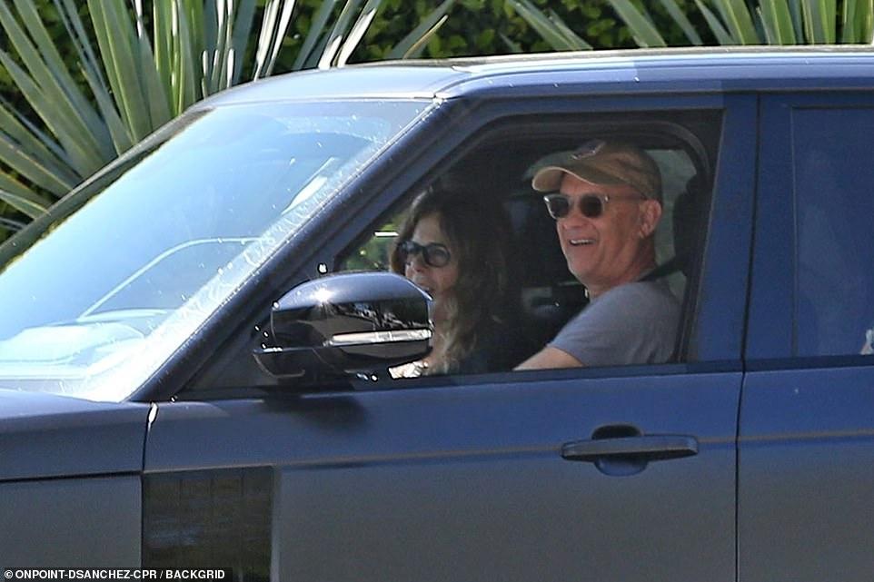 Том Хэнкс с женой вернулся домой после лечения от коронавируса (ФОТО) - фото №2