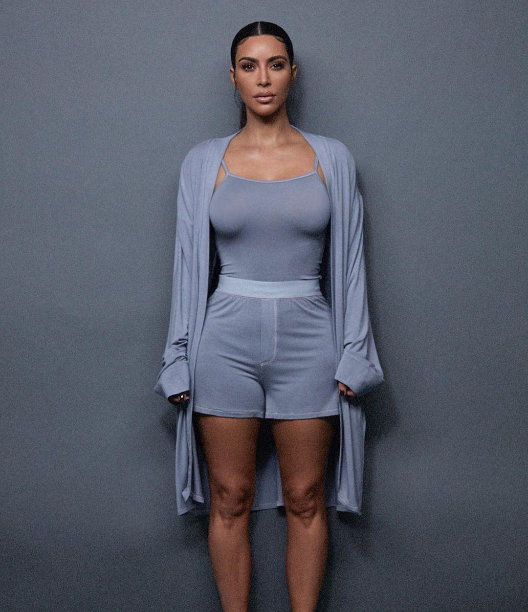 КимКардашян представила дебютную коллекцию домашней одежды