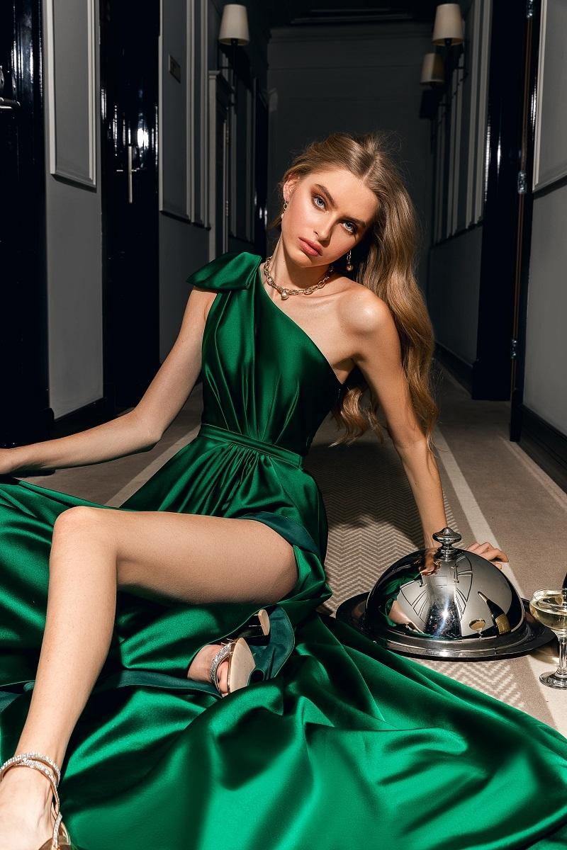 Стразы, шелк и кружева: бренд WONA Concept представил новую коллекцию вечерних платьев (ФОТО) - фото №3