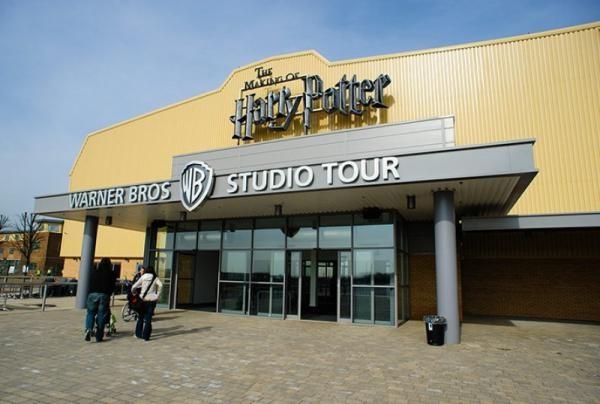 Студия Warner Bros. И платформа на базе искусственного интеллекта Сinelytic договор о прогнозе фильмов: подробности