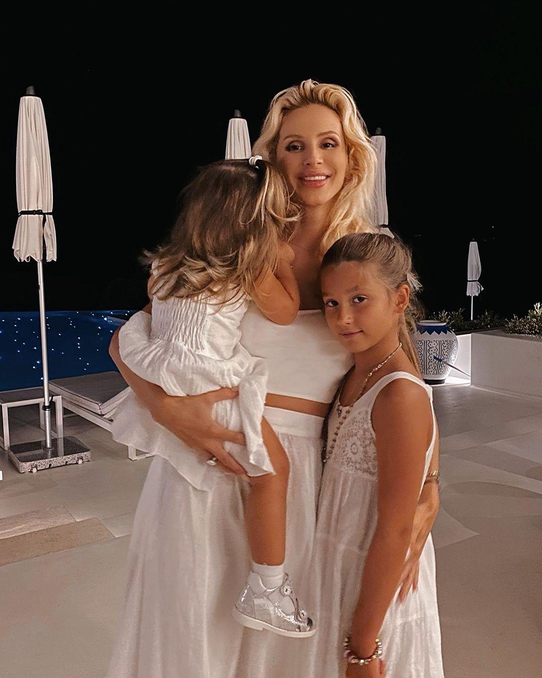 Дочки-матери: подборка звездных мам с детьми - фото №10