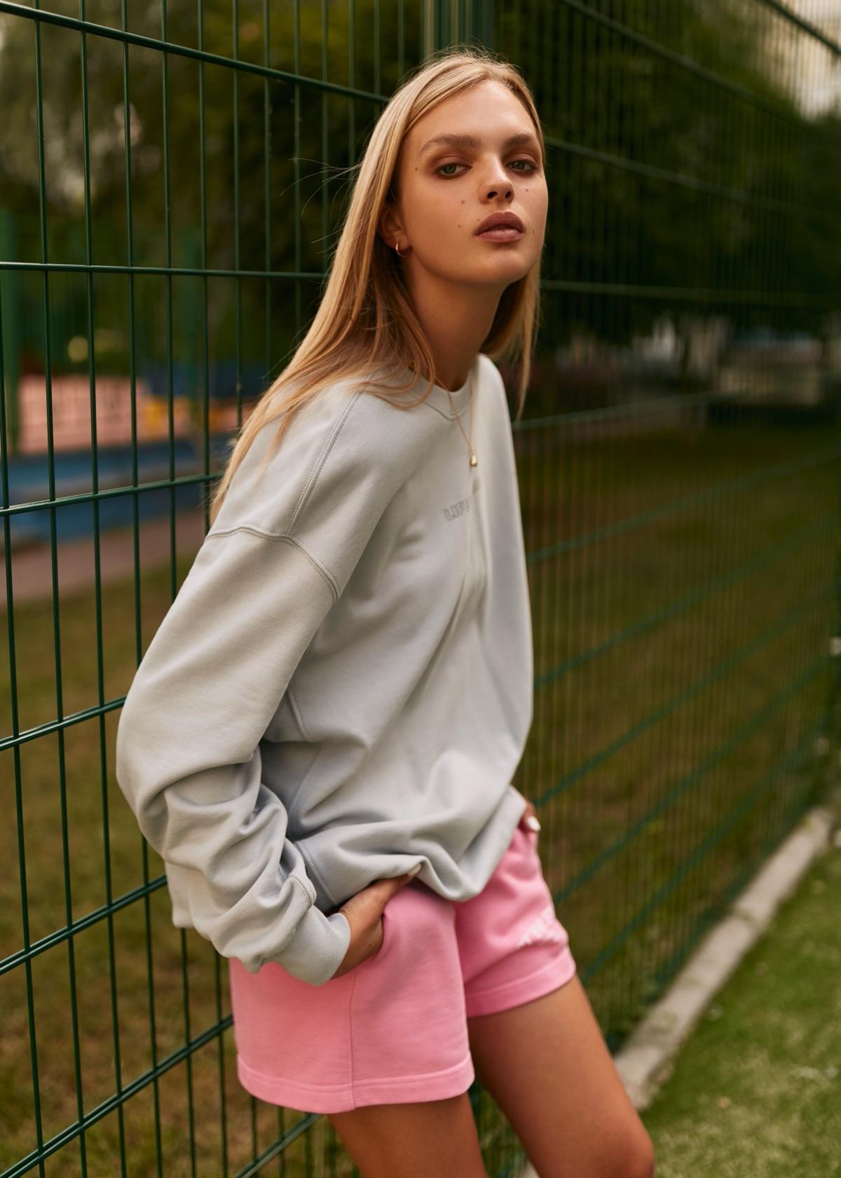 В этом мире побеждает любовь: бренд VIKA ADAMSKAYA представил новую коллекцию стильной спортивной одежды (ФОТО) - фото №5
