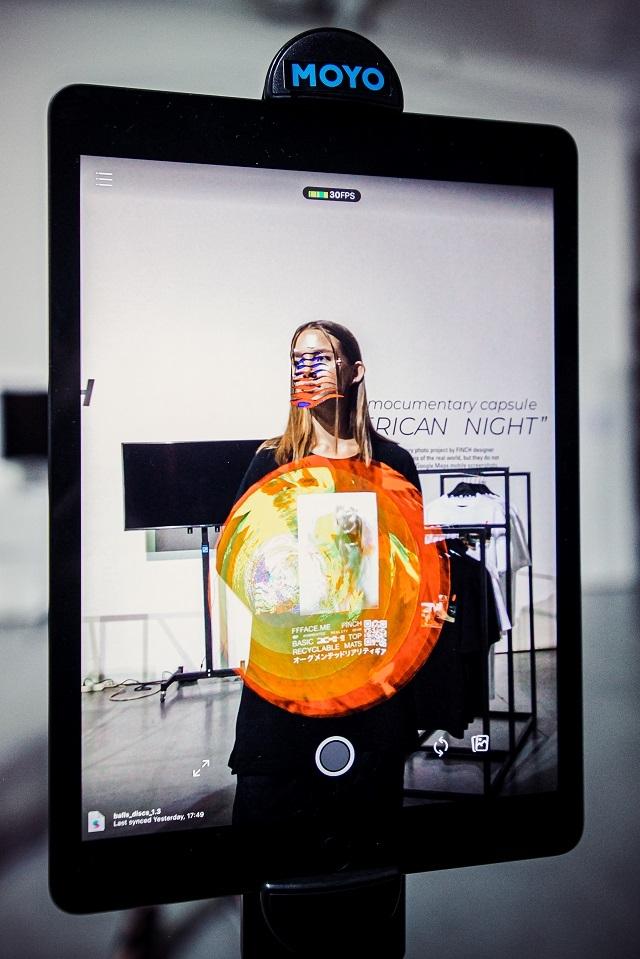 Мода и высокие технологии: как прошел показ полу-виртуальной одежды FFFACE x FINCH (ФОТО) - фото №1