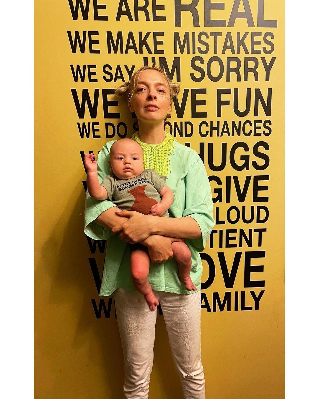 """""""Была уверенна — детей у меня не будет"""": Василиса Фролова рассказала историю о внезапной беременности - фото №4"""