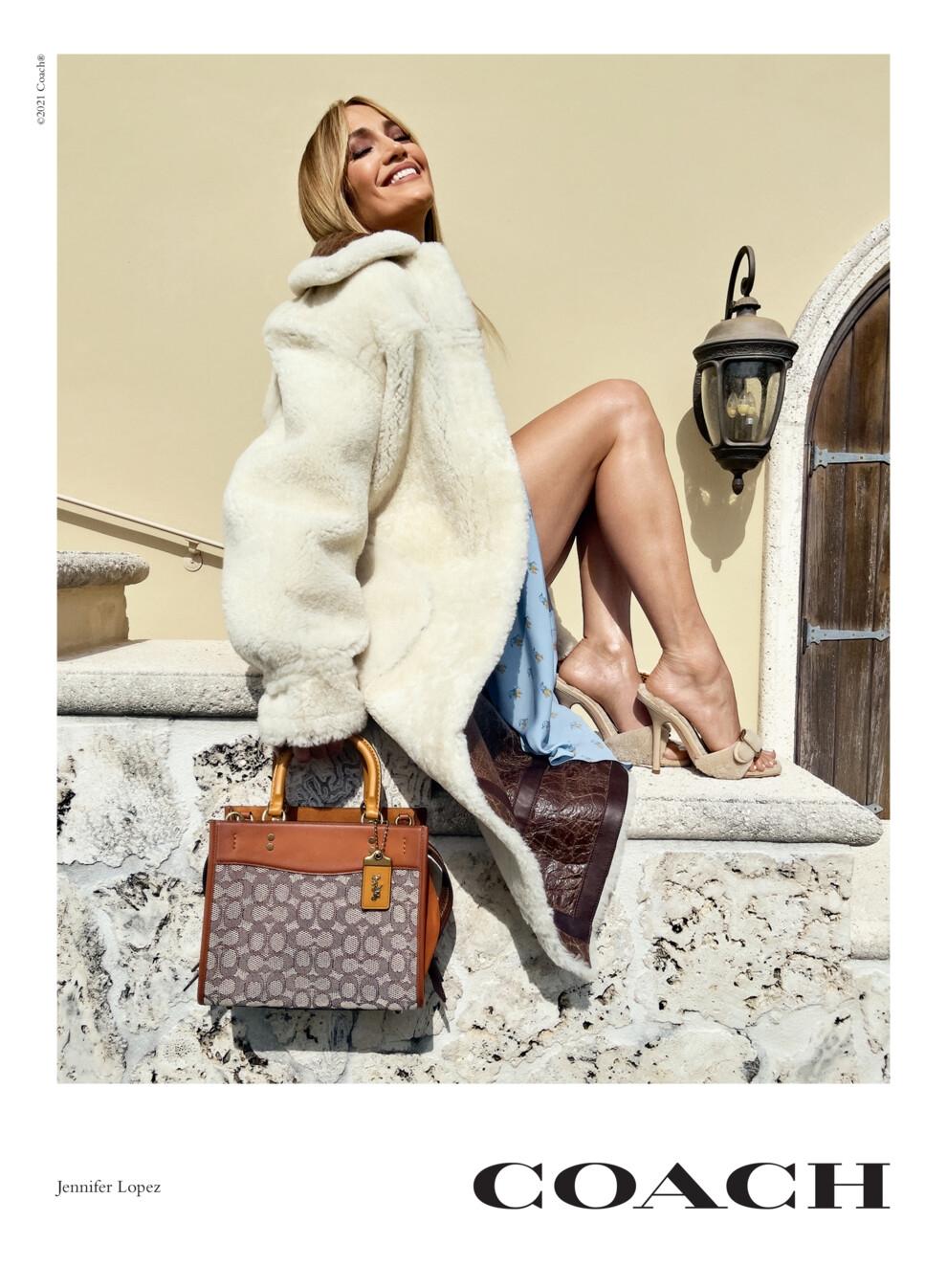 Дженнифер Лопес и Кейт Мосс появились в новой рекламной кампании Coach - фото №1