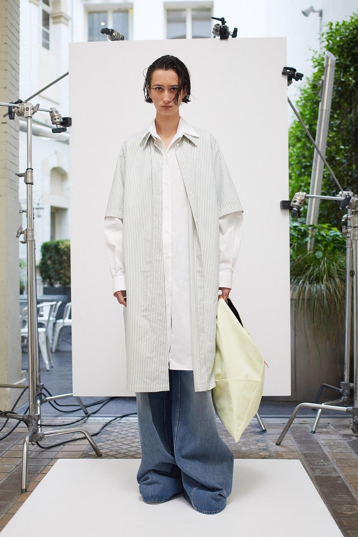 Асимметричные рубашки, удлиненные свитера и широкие брюки: обзор новой коллекции Maison Margiela (ФОТО) - фото №2