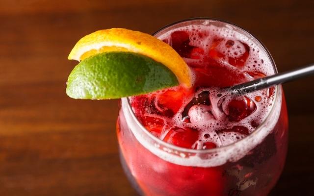 Крутые летние коктейли, которые можно повторить дома - фото №10
