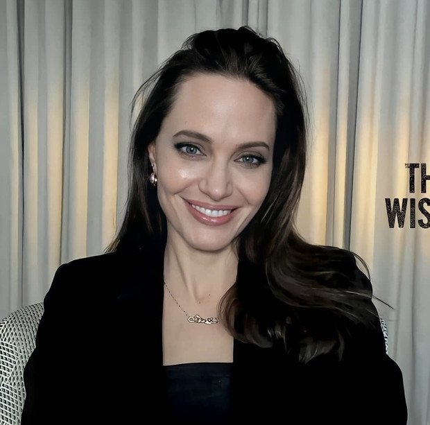 Вечно молодая: Анджелина Джоли очаровала поклонников новым виртуальным выходом (ФОТО) - фото №1