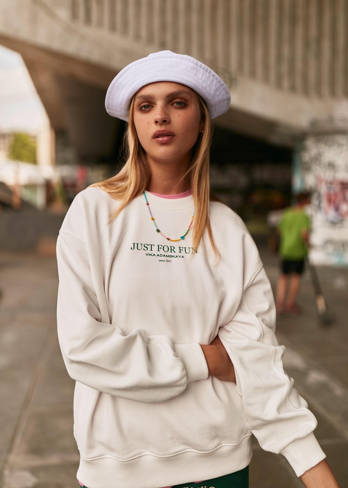 В этом мире побеждает любовь: бренд VIKA ADAMSKAYA представил новую коллекцию стильной спортивной одежды (ФОТО) - фото №3