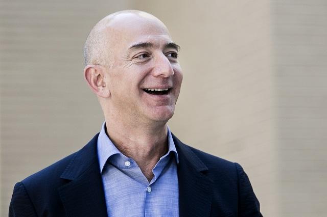 Джефф Безос станет первым триллионером в мире: сколько заработал владелецAmazon во время пандемии? - фото №2