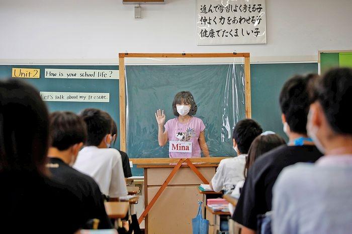 Снова в школу? New York Magazine показали, как проходит учеба в разных странах во время коронавируса (ФОТО) - фото №6