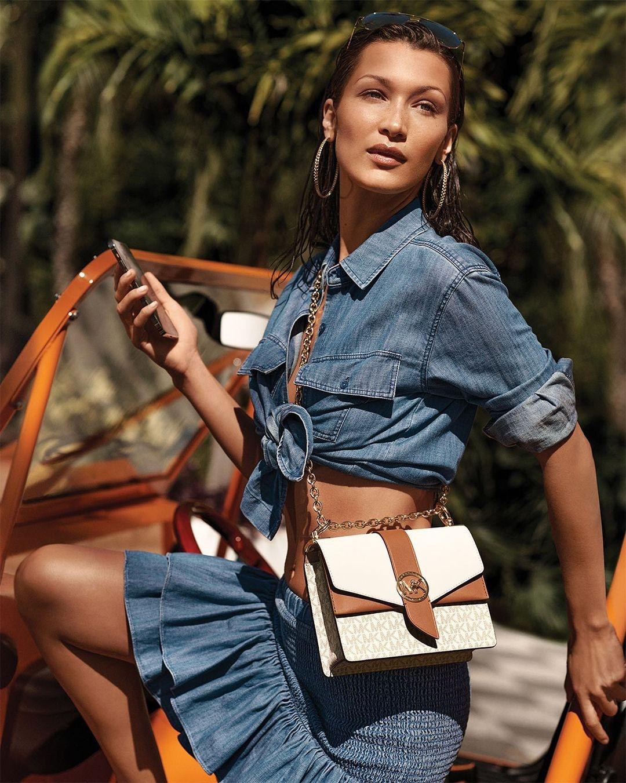 Белла Хадид показала самые модные сумки 2021 года в новой рекламе Michael Kors (ФОТО) - фото №2