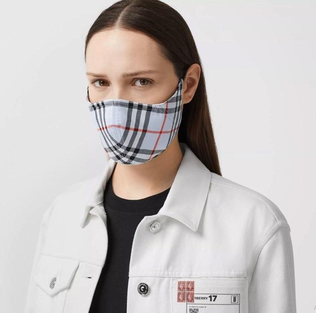 Burberry представили противомикробные маски. Сколько стоит модная защита? (ФОТО) - фото №1