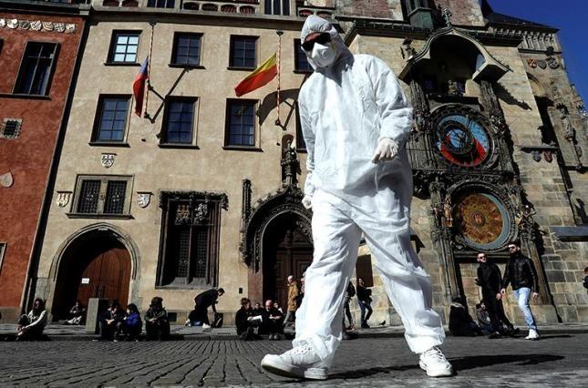 В Чехии снимают карантин: как страна будет возвращаться к нормальной жизни - фото №1