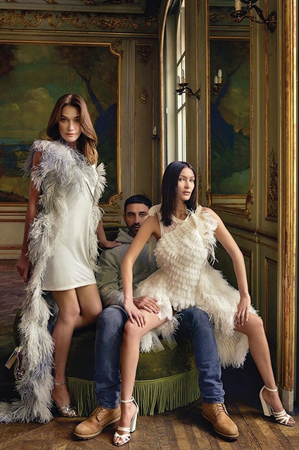 Sternentrio: Carla Bruni, Bella Hadidi und Ricardro Tichi schmückten das Cover des französischen Glanzfotos №2