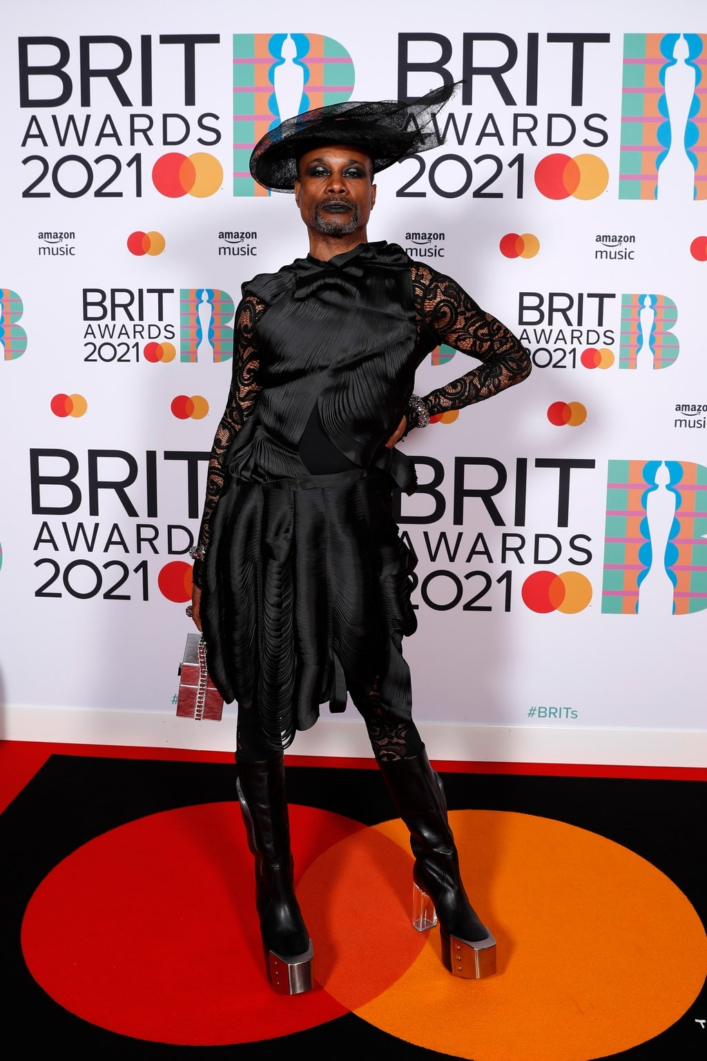 Самые яркие образы звезд на красной дорожке BRIT Awards 2021 (ФОТО) - фото №3