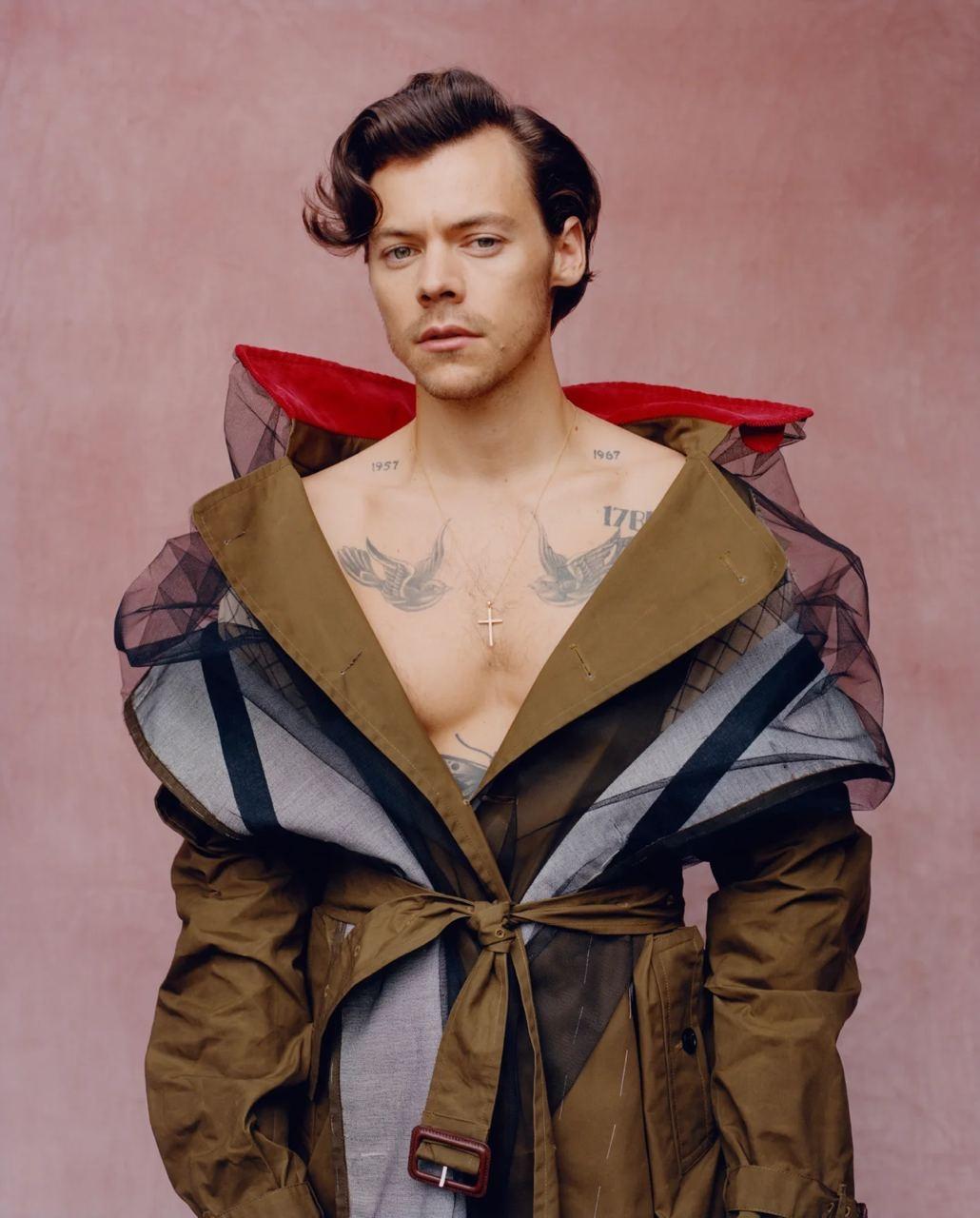 Гарри Стайлс примерил кружевные платья и юбки Gucci для американского Vogue (ФОТО) - фото №3