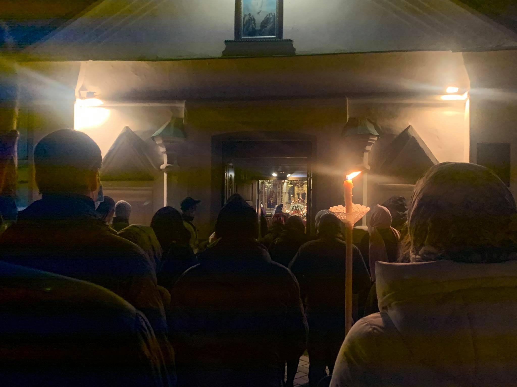 130 тысяч украинцев проигнорировали карантин и пришли в храмы на Пасху (ФОТО) - фото №5