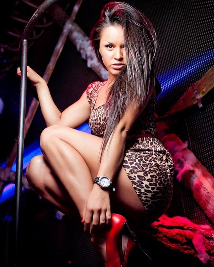 Танцы в барах и ночных клубах: в Сети раскрыли темное прошлое певицы Zivert (ФОТО) - фото №5