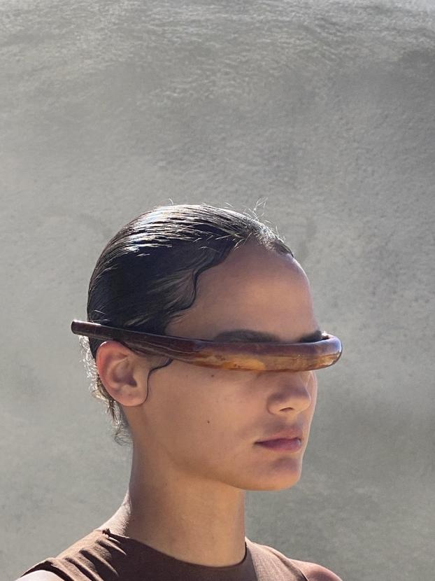 Очки, обруч или рога? Канье Уэст создал необычный аксессуар (ФОТО) - фото №1