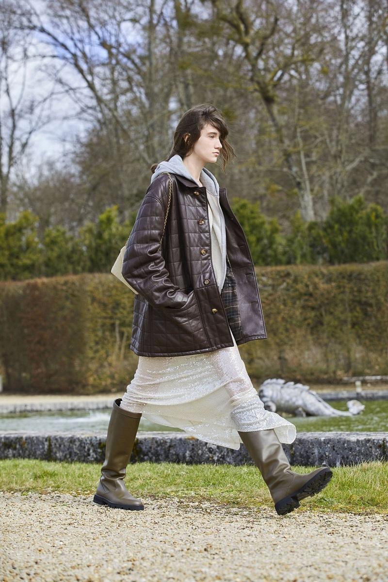 Гламурные платья и сапоги-казаки: смотрите, как прошел показ Celine в Версальских садах (ФОТО) - фото №2