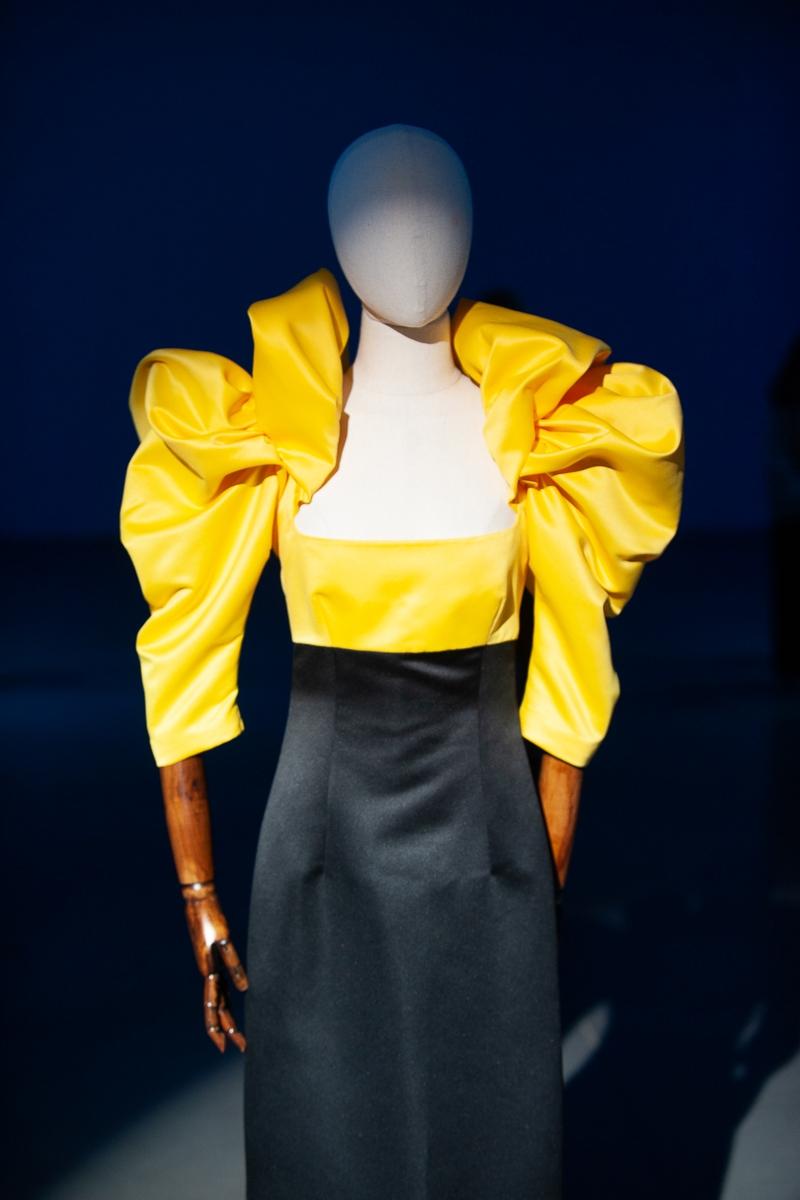 Меньше ткани, больше тела: как прошел второй день Ukrainian Fashion Week noseason sept 2021 - фото №22