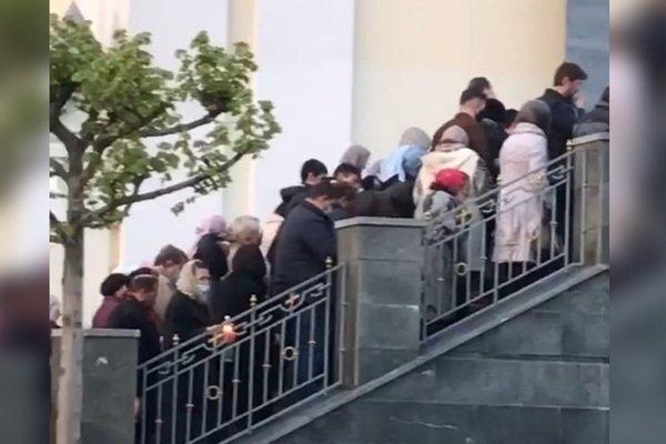 130 тысяч украинцев проигнорировали карантин и пришли в храмы на Пасху (ФОТО) - фото №3