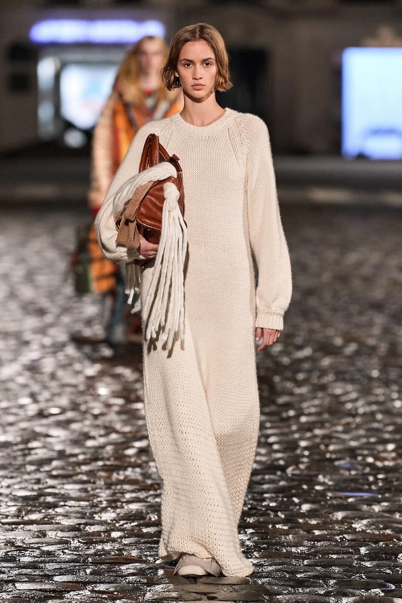 Полосатые пончо и платья из остатков ткани: обзор новой коллекции Chloé (ФОТО) - фото №2