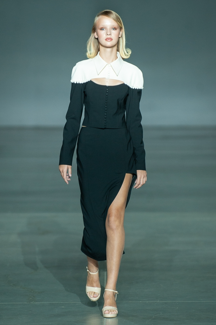 Меньше ткани, больше тела: как прошел второй день Ukrainian Fashion Week noseason sept 2021 - фото №18