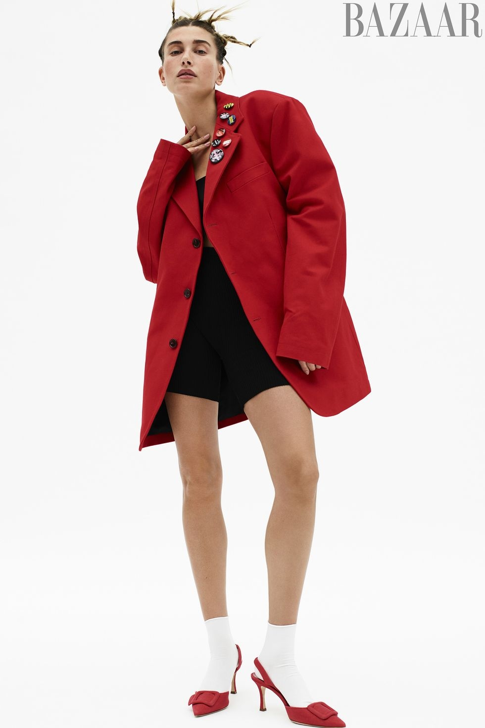 Хейли Бибер появилась на обложке глянца и рассказала о зависимости от соцсетей (ФОТО) - фото №2