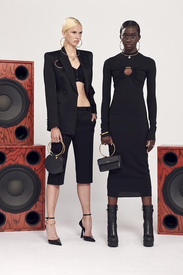 Брюки с низкой посадкой и змеиный принт: Versace представили новую круизную коллекцию (ФОТО) - фото №8