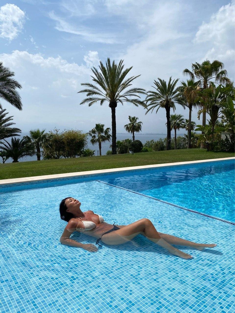 Ассия Ахат показала роскошную фигуру на Турецком побережье и рассказала об отдыхе во время локдауна (ФОТО) - фото №3