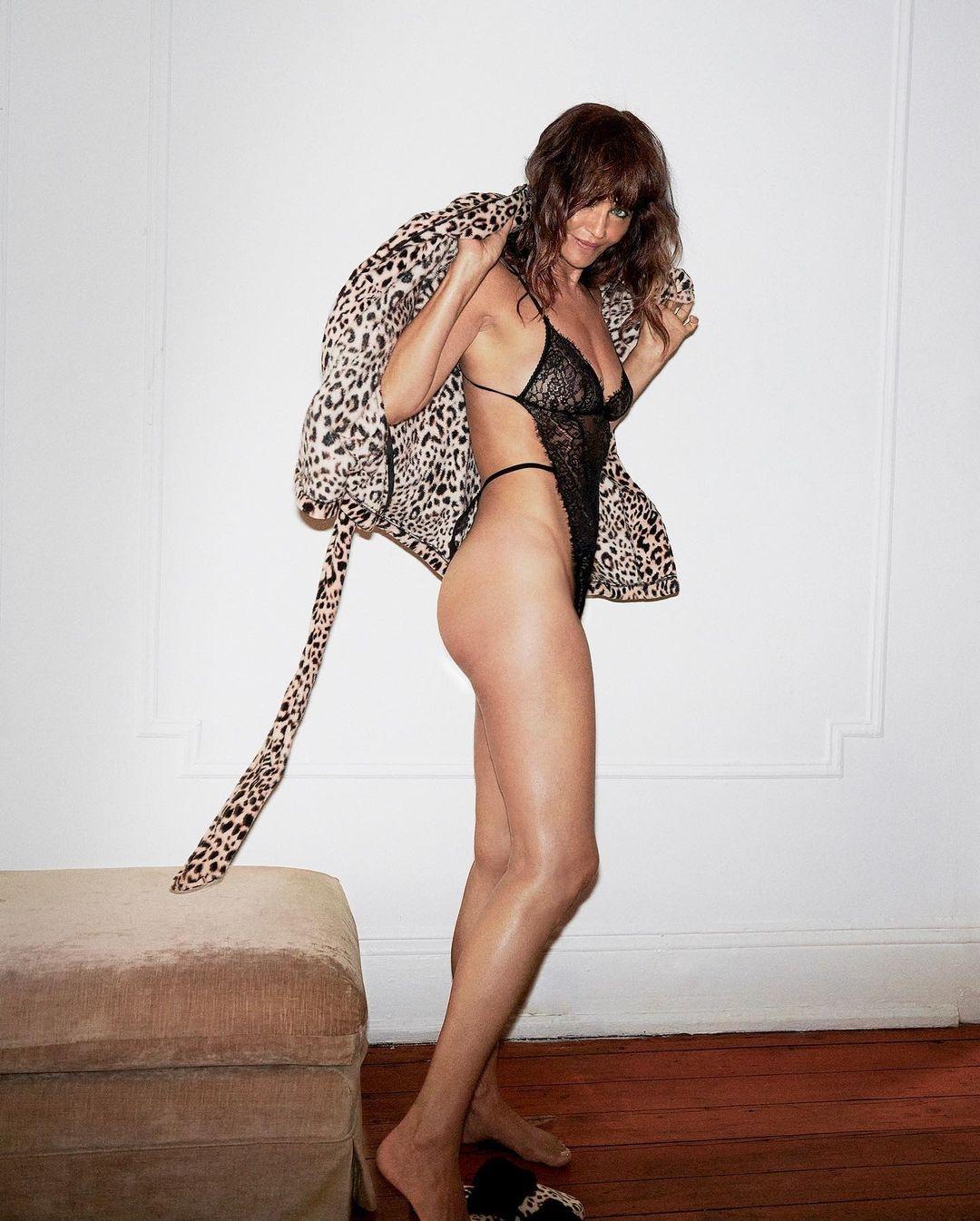 Очень горячо: 51-летняя Хелена Кристенсен снялась в рекламе нижнего белья (ФОТО) - фото №2