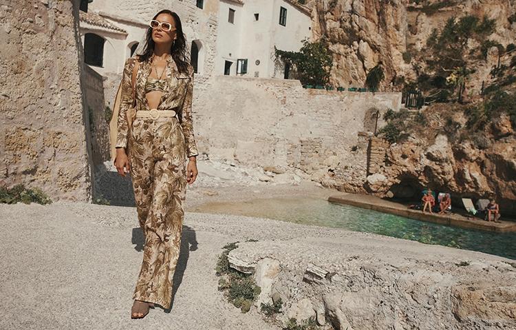 Рай на земле: Ирина Шейк снялась в горячей рекламе купальников Zimmermann (ФОТО) - фото №8
