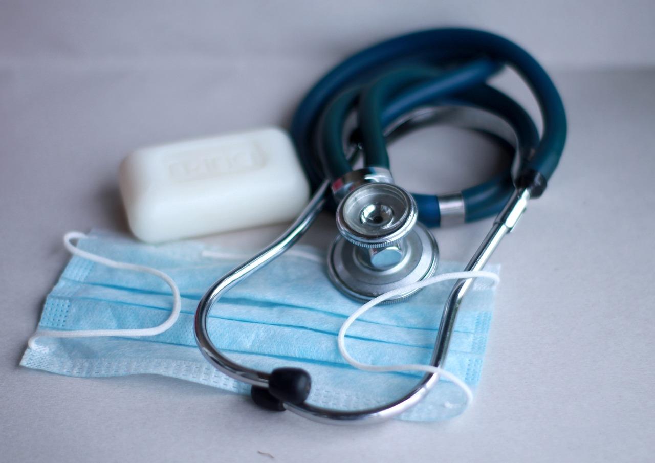 Маска, мыло и стетоскоп