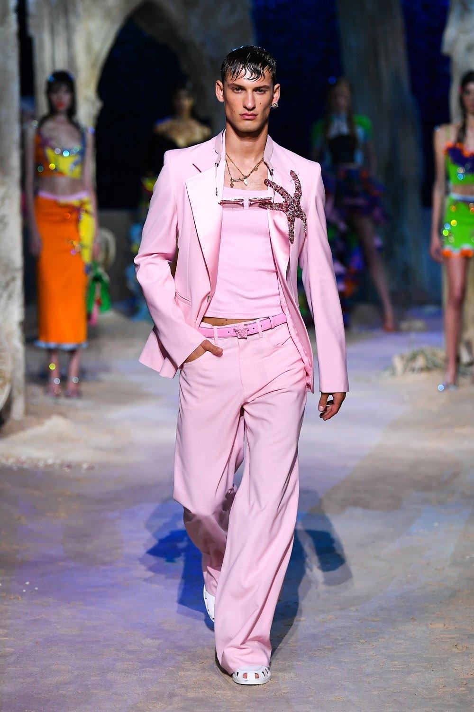 Весенне-летняя морская коллекция Versace 2021