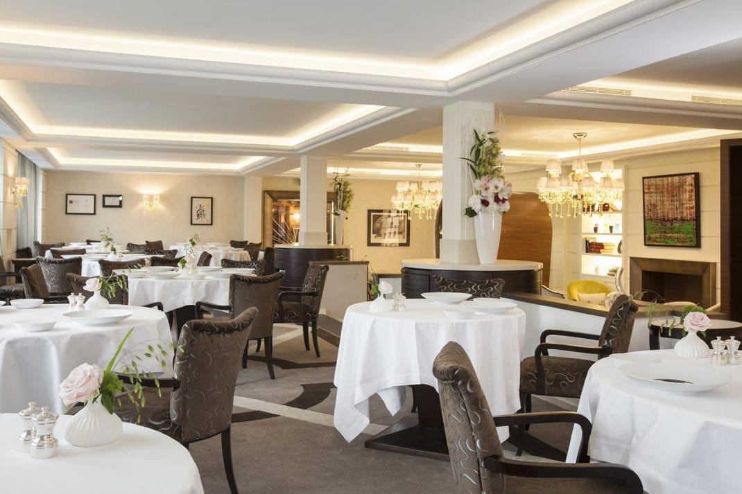 """Мишленовский ресторан """"Кот в сапогах"""" снова ждет гостей в отеле Beau-Rivage Genève - фото №1"""