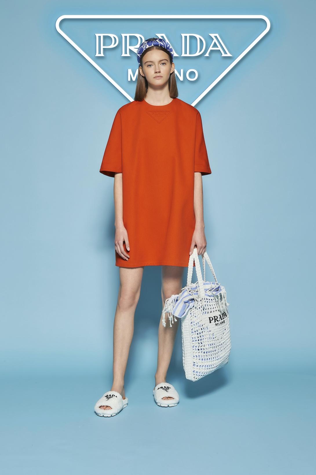 Махровые панамки и соломенные шоперы: Prada выпустили пляжную коллекцию (ФОТО) - фото №1